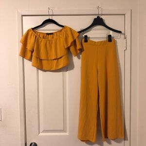 Boohoo Two Piece Outfit💛